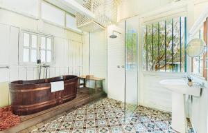 A bathroom at Temple Tree Resort