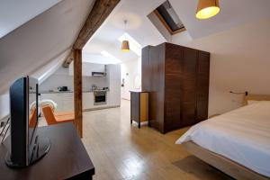 A kitchen or kitchenette at Max Apartments Sibiu