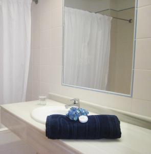 Łazienka w obiekcie Inturotel Esmeralda Villas