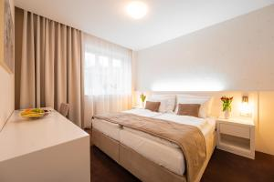 A bed or beds in a room at Hotel Vila Viola