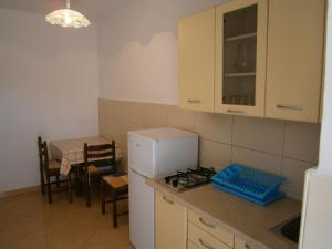 A kitchen or kitchenette at Apartments Katica