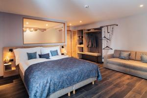 A bed or beds in a room at Hotel Edelweiss Superior