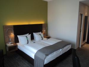 Ein Bett oder Betten in einem Zimmer der Unterkunft Holiday Inn Leipzig Günthersdorf