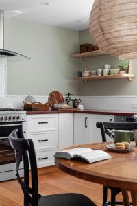 A kitchen or kitchenette at Ship Inn Stanley