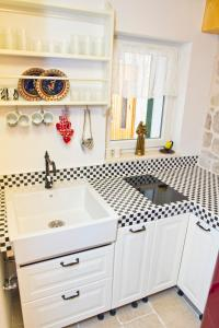 A kitchen or kitchenette at Apartments Nove Crkve