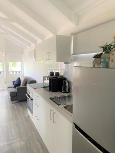 A kitchen or kitchenette at Nepean by Gateway Lifestyle Holiday Parks