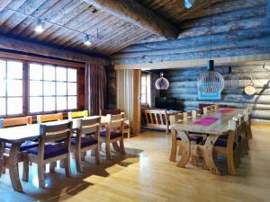Majoituspaikan Saarikejo Huskylodge ravintola tai vastaava paikka