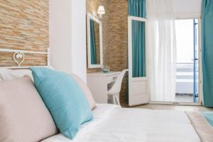 A bed or beds in a room at Kafieris View