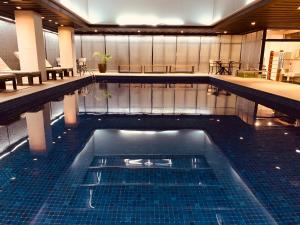 A piscina localizada em Ouro Minas Palace Hotel ou nos arredores