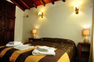 Una cama o camas en una habitación de Cabanias El Aguaribay