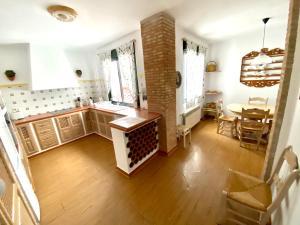 Una cocina o zona de cocina en Apartamentos Turísticos Espinel