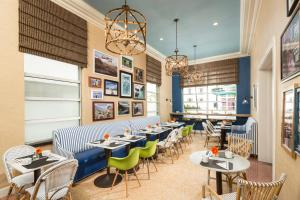 A restaurant or other place to eat at Circa 39 Hotel Miami Beach