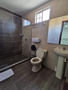 A bathroom at Hotel Torre del Prado