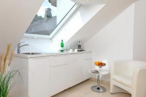 A kitchen or kitchenette at Hotel Villa Falkenberg