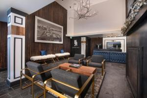 A seating area at Gravity Haus Vail