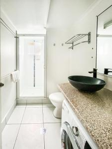 A bathroom at Ocean View Resort Apartment