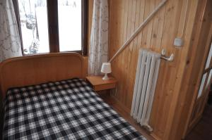 A bed or beds in a room at Pod limbą