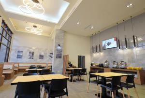 A restaurant or other place to eat at KET Hotel