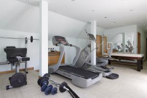The fitness center and/or fitness facilities at Hotel Vardar
