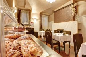 A restaurant or other place to eat at Hotel Vardar