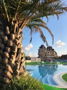 Бассейн в Гостевой комплекс для отдыха с детьми Замок у моря или поблизости