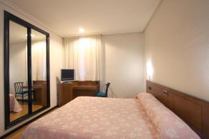A bed or beds in a room at Santacruz