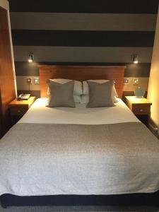 Кровать или кровати в номере The Craibstone Suites