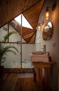 A bathroom at Glamping Lumbre
