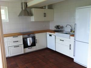 Ett kök eller pentry på Låsta Gårdshotell