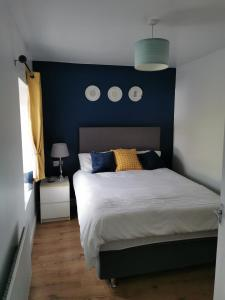 A bed or beds in a room at Teach Condy's