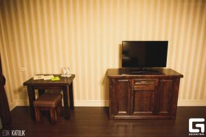 A television and/or entertainment center at Georg Park Hotel