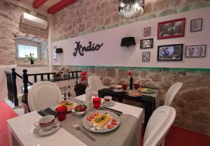 A restaurant or other place to eat at Bed&Breakfast Andio