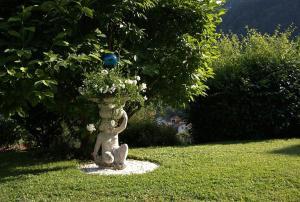 Een tuin van Gästehaus Katharina