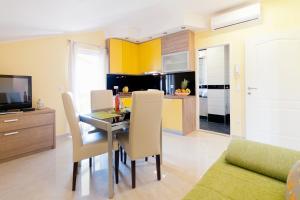 A kitchen or kitchenette at Apartments Mirjana