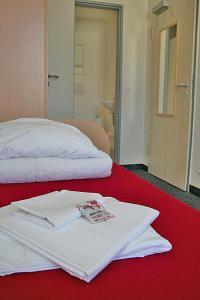 A bed or beds in a room at CVJM Jugendgästehaus Berlin