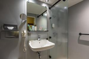A bathroom at Hotel Baden-Baden