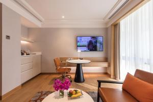 A seating area at Holiday Inn Bangkok, an IHG Hotel