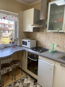 Кухня или мини-кухня в Апаартаменты на Чайковского