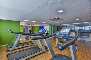 The fitness centre and/or fitness facilities at Nobile Suítes Executive
