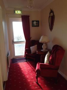 A seating area at Bunratty Villa B&B