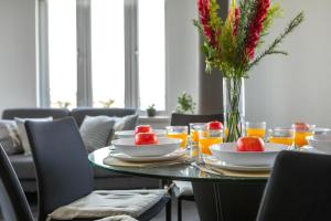 A restaurant or other place to eat at Ledra Star Central Apartment