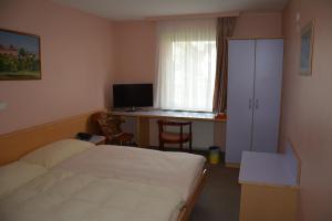 Ein Bett oder Betten in einem Zimmer der Unterkunft Hotel Hessengüetli