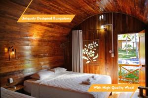 A bed or beds in a room at Phu Quoc Valley Sen Bungalow