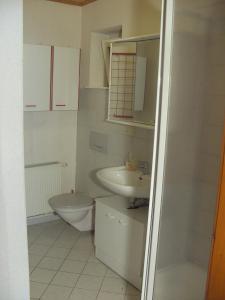 Ein Badezimmer in der Unterkunft Hotel Pension Becker