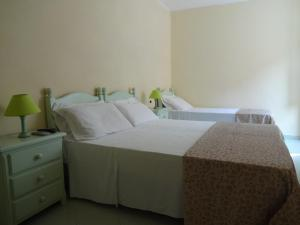 A bed or beds in a room at Geranio Rosso Hotel & Restaurant