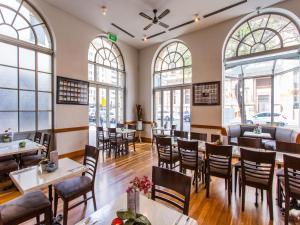 A restaurant or other place to eat at The Chancellor on Currie