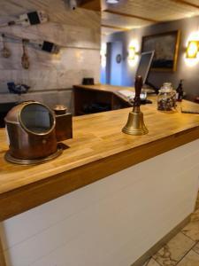 Ett kök eller pentry på Hamnhotellet Kronan