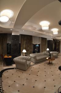 El vestíbulo o zona de recepción de Coroana Brasovului