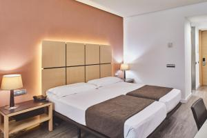 A bed or beds in a room at Silken Puerta Valencia