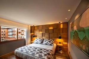 A bed or beds in a room at Wood Hotel – Casa da Montanha